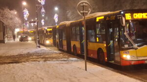 Utknęło 11 autobusów. Belwederska zablokowana