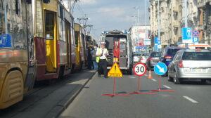 Bezdomny wpadł pod tramwaj. Jerozolimskie stanęły w korku
