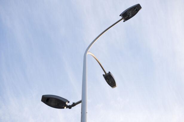 Nowe latarnie przy przejściach dla pieszych ZDM