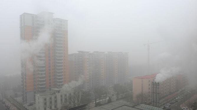 Chińczycy wstrzymują oddech. Drugi czerwony alert smogowy nad Pekinem