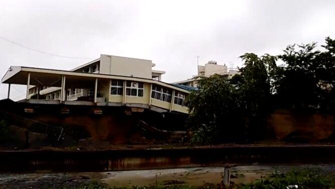 Katastrofalne skutki opadów deszczu w Japonii. Powodzie i osuwiska zabiły kolejne osoby
