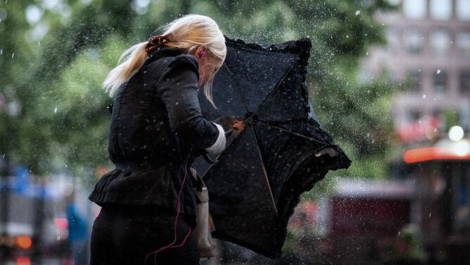 Prognoza pogody na dziś: na lądzie deszcz, <br />a na morzu sztorm