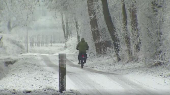 """W Belgii spadł """"brudny śnieg"""". Winny smog"""