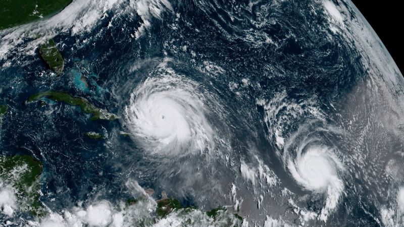 Położenie huraganów Irma i Jose (NOAA)
