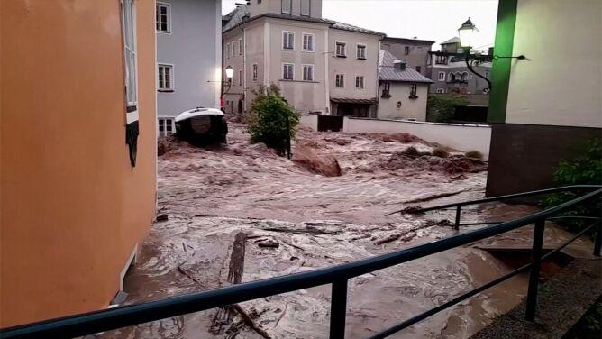 Powódź w Austrii. Woda wdarła się do miasta Hallein