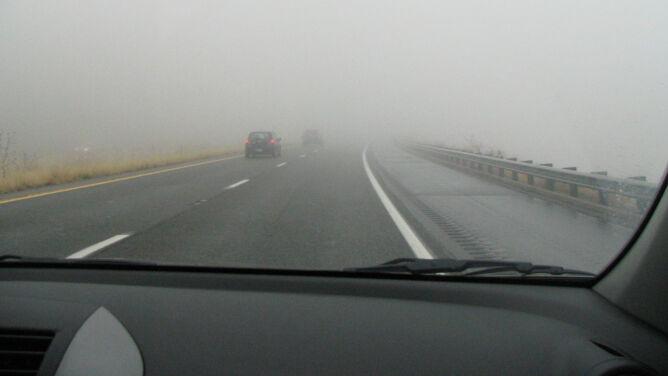 Mgły nad drogami. Poza tym deszcz
