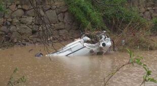 Zniszczone drogi i samochody pod wodą po ulewach na Sardynii